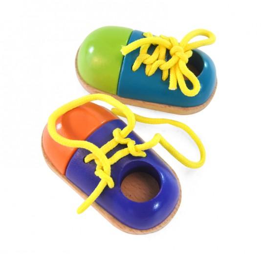 Дървени обувки с връзки