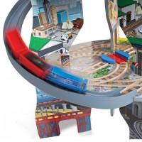 Влакче със спираловидни релси на три нива