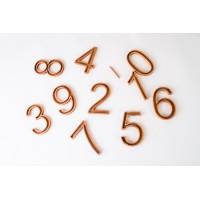 Дървени цифри с каналчета и моливче