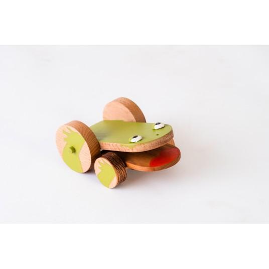 Дървена жабка на колелца