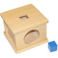 Дървена кутия с вратичка и отвор с квадратна форма