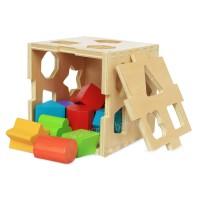 Дървен куб с отвори и геометрични фигури - сортер