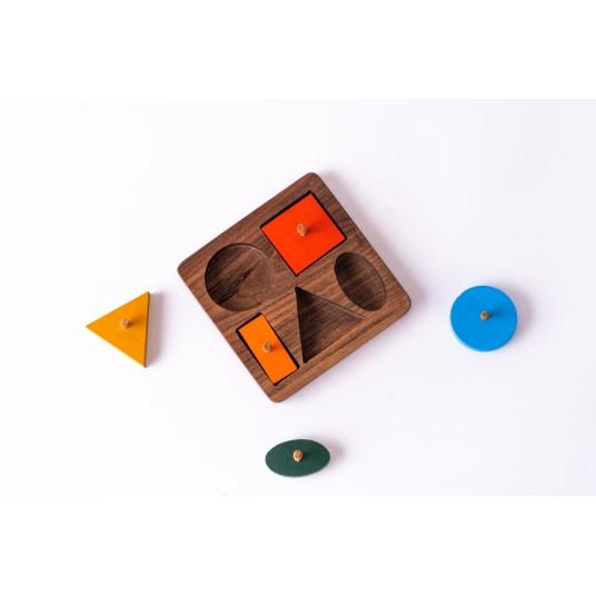 Дървен пъзел с цветни  геометрични форми