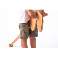 Дървено конче на пръчка