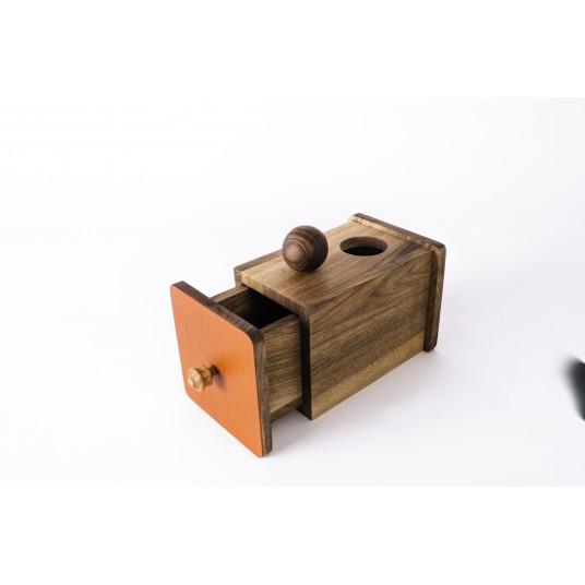 Дървена кутия с чекмедже и топче - продълговата