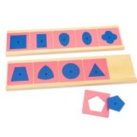 Метални сини фигури с розови рамки и дървени поставки